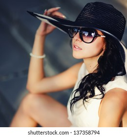young summer girl wearing a hat  and sunglasses