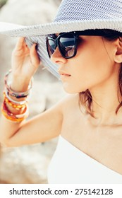 Young summer sexy woman wearing hat  and sunglasses. Outdoors lifestyle portrait