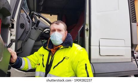 Jungtransporter mit Gesichtsmaske für Coronavirus