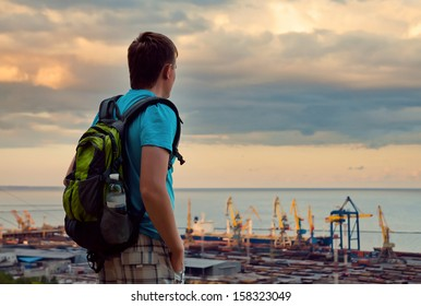 young traveler looking for the type of sea ports