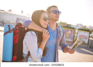 Young travelers with map traveling in a city