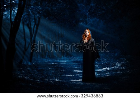 young witch night forest の写真素材 今すぐ編集 329436863
