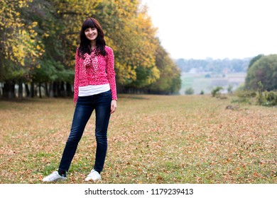Young woman in beautiful autumn park, concept autumn.