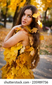 Young woman in beautiful autumn park, concept autumn