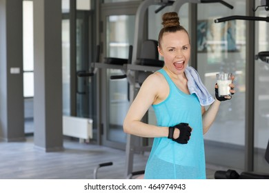 Young woman between 30 and 40 years old  in the fitness centre.