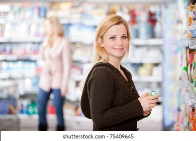A young woman buying groceries in a grocery store