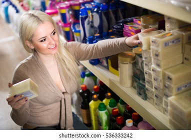 4359174666b5a2 Beautiful Caucasian Woman Shopping Groceries Supermarket Stockfoto ...