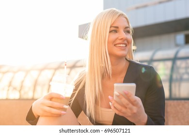 Young woman in the city using smart-phone