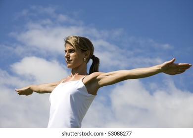 Young woman doing exercise outdoor
