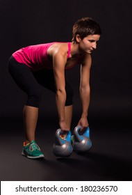 young woman doing kettlebell exercices