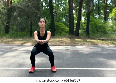 Young woman doing sit up exercise before morning jogging.