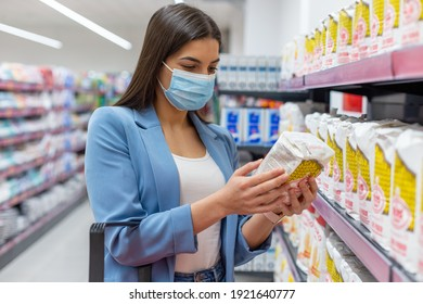 A young woman with a face mask is shopping in the supermarket.