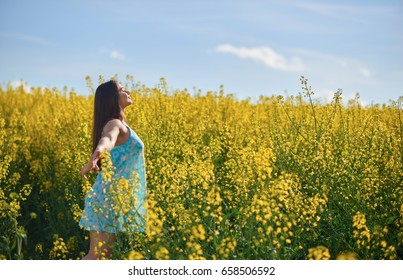 Young woman in the field of flowers
