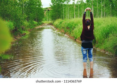 Young woman in front of a river