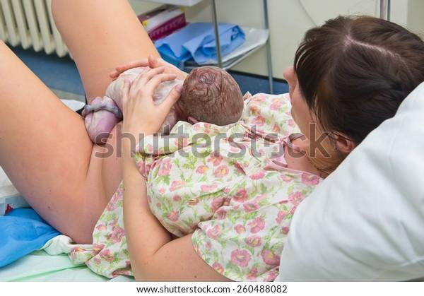 Lady Giving Birth >> Young Woman Giving Birth Hospital Arkistokuva Muokkaa Nyt