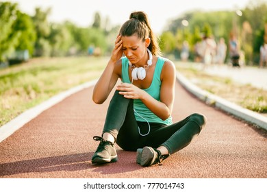 Young woman got injured while jogging on sunny day.