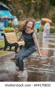 A young woman to have fun in the rain