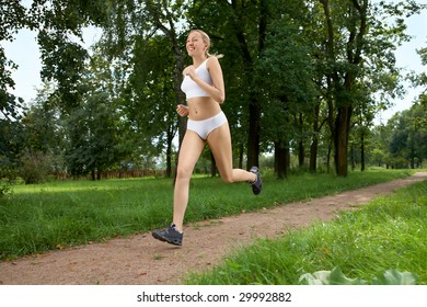 The young woman makes jog in morning park