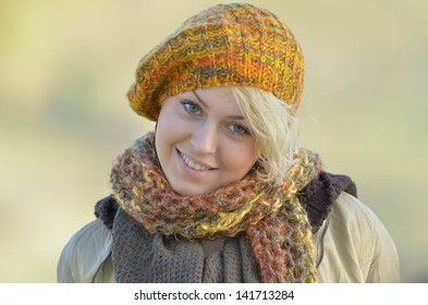 Young woman outdoor in autumn