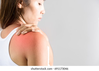 Young woman pain right shoulder