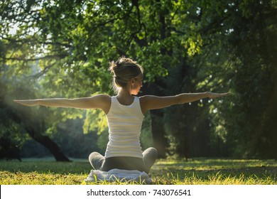 Young woman practicing joga in park