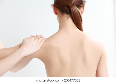 young woman receves chiropractic