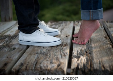 Young woman rises up on tiptoes to kiss lover