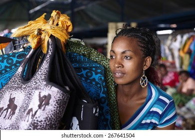 Young woman in a street market in Nairobi (Kenya)