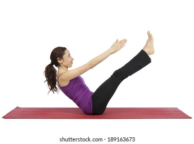 Young woman training her ab mucsles.