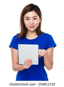 Young woman use of tablet