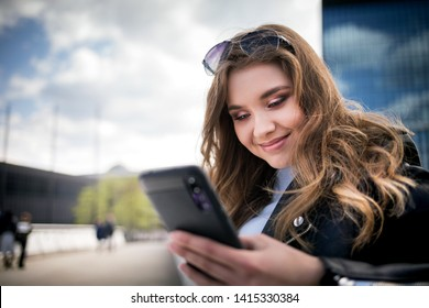 Young woman using smarthphone in modern city