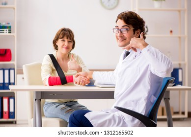 Young woman visiting doctor traumatologist