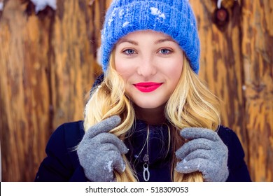 Young woman winter portrait. Shallow dof. Young woman have fun in winter park.