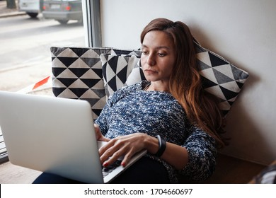 Young woman working on a laptop indoor