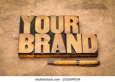 votre mot de marque en papier à lettres vintage type presse bois contre papier à texture fait main, marketing d'entreprise, marque de commerce et concept d'identité