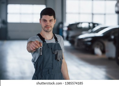 Your welcome. Hand of mechanic with keys. Your car is on the way again. Job well done.