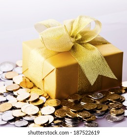 Yuan notes from China's currency. Chinese banknotes. Chinese coins,Gift box loaded with gifts