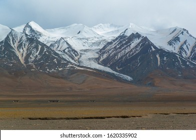 Yuzhu Peak(Kekesejimen Feng) and glacier. It is located about 10 km east from the Kunlun Pass and 160 km from Golmud. It is the highest peak of the eastern Kunlun Mountains.