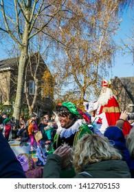 ZAANDIJK, NETHERLANDS - NOVEMBER 17, 2018: Spectators waving to St Nicholas during the national event of the arrival of Sinterklaas in the Netherlands at Zaandijk, Zaanse Schans, November 17, 2018