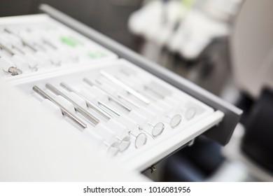 Zahnarztbesteck in Schublade