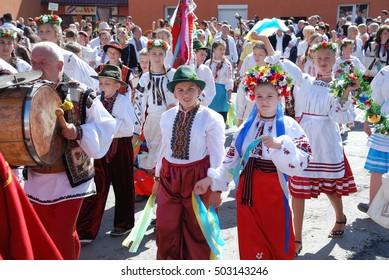 Zakarpattia, UKRAINE - September 4, 2011: Children in costumes at the festival Ukrainian Hutsul cheese