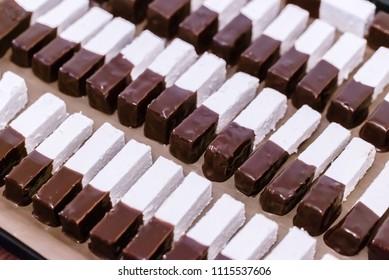 ZEFIR WAMES IN CHOCOLATE