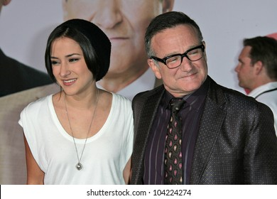 """Zelda Williams and father Robin Williams at the """"Old Dogs"""" World Premiere, El Capitan Theatre, Hollywood, CA. 11-09-09"""