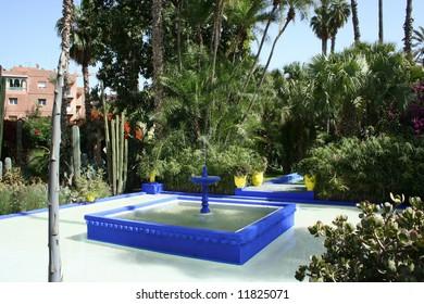 Zen blue water fountain in Le Jardin de Majorelles