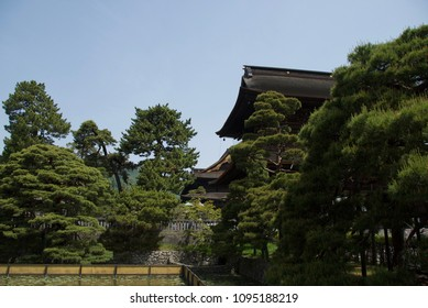 Zenkoji temple garden