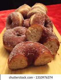 Zeppole, ciambelle fritte, fatti fritti, para frittus, italian traditional donuts