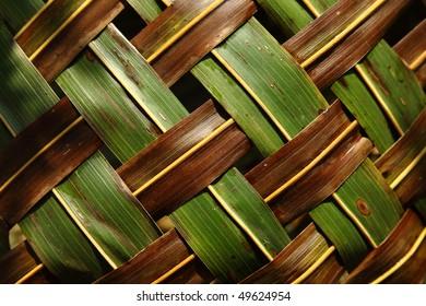 Zigzag interlocking of coconut leaves