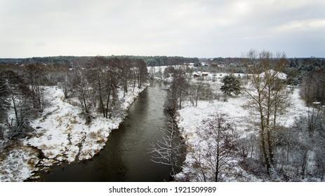 zima nad Polską rzeką liwiec drone view