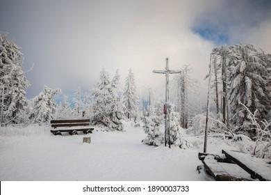 Piękna zima w górach Gorcach- świeży śnieg utworzył niesamowity krajobraz. Beskidy, Polska. - Shutterstock ID 1890003733