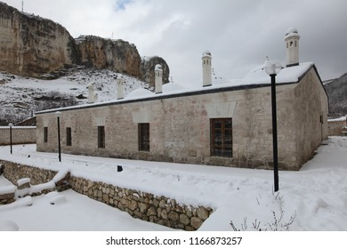 'Zincirli' Madrasah.Zincirli medrese) is a madrasa, built of stone by Meñli I Giray in 1500 near Bakhchisarai, Crimea. 05.03.2012